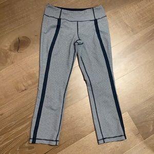 Lululemon Gingham navy blue/ white crop pant Sz 8